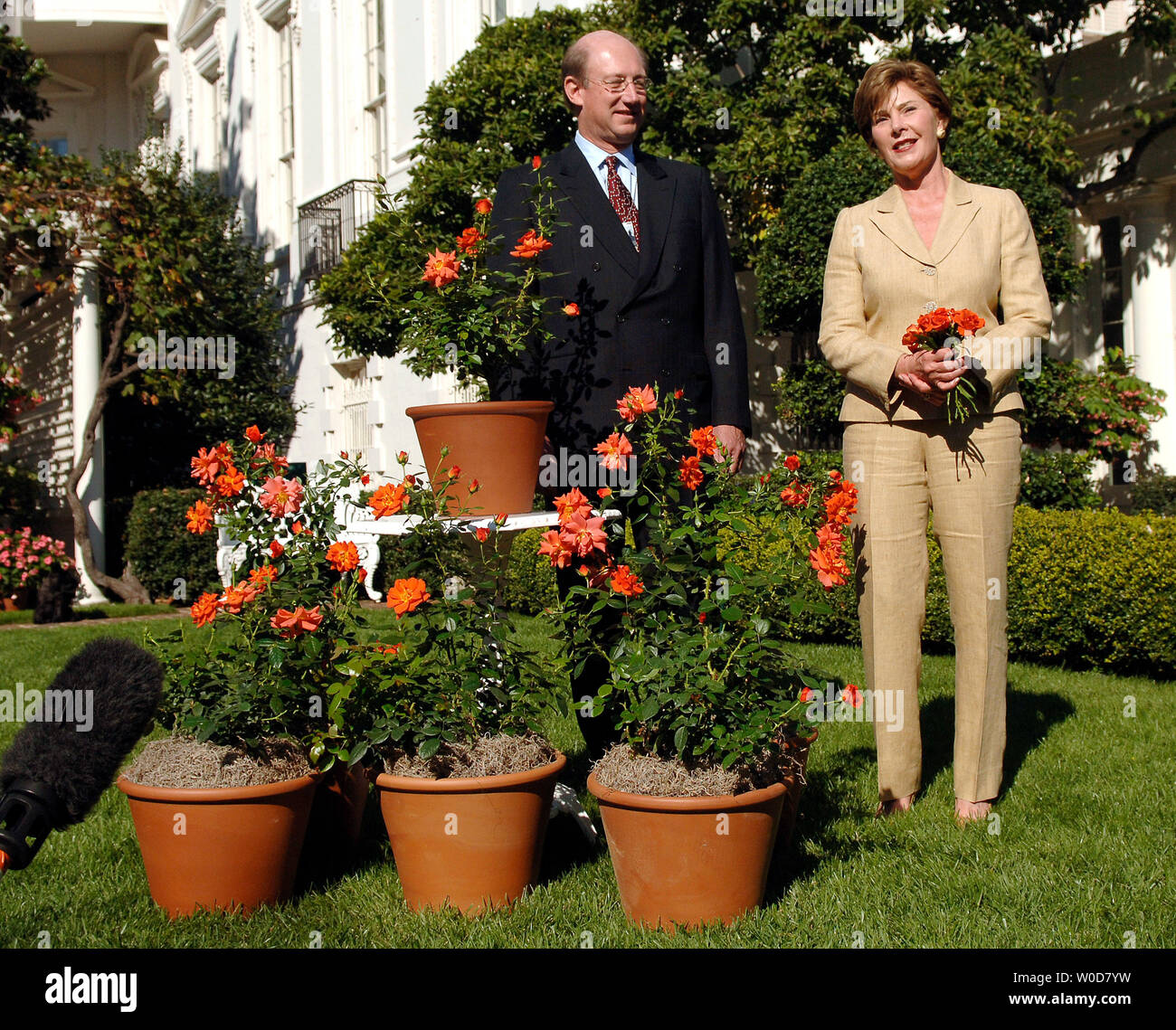 First Lady Laura Bush (R) and Harry and David CEO Bill Williams