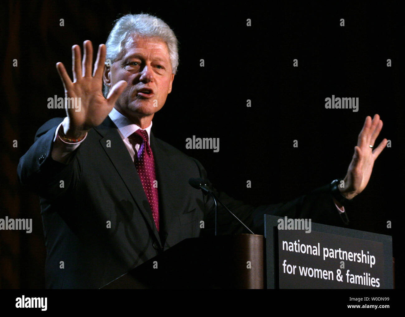 Former U.S. President Bill Clinton speaks at the National Partnership for Women and Families annual lunchin in Washington on June 15, 2007. Clinton touched on topics such as health care, minimum wage, insurance, education, and current events in the Gaza Strip.   (UPI Photo/Dominic Bracco II) - Stock Image