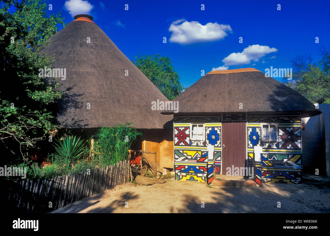 South Africa, Gauteng province, hut of the Ndebélé African ethnic group - Stock Image