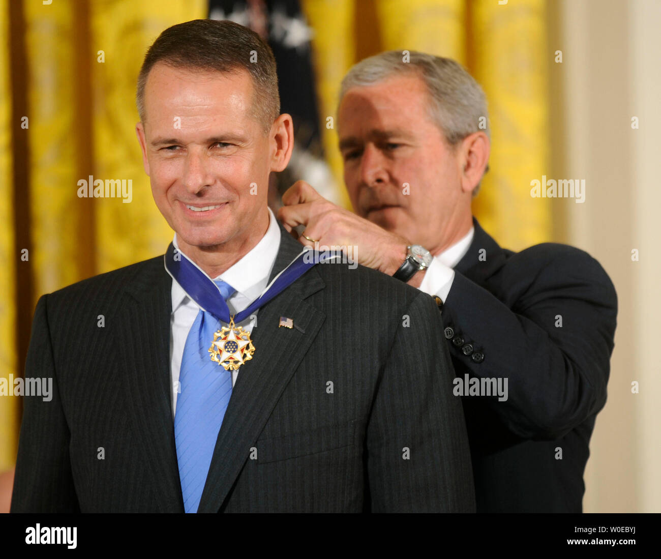 President George W. Bush awards the Presidential Medal of Freedom to former chairman of the Joint Chiefs of Staff Gen. Peter Pace during a ceremony in the East Room at the White House in Washington on June 19, 2008. (UPI Photo/Kevin Dietsch) - Stock Image