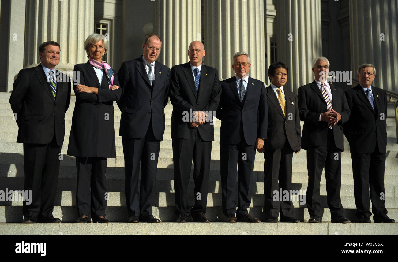 Group of 7 Finance Ministers James Flaherty (Canada), Christine Lagarde (France), Peer Steinbrueck (Germany), US Treasury Secretary Henry Paulson, Giulio Tremonti (Italy), Soichi Nakagawa (Japan), Alistair Darling (UK), and Jean-Claude Juncker (Eurogroup) (L to R) stand on the steps of the Treasury Department as they are photographed in Washington on October 10, 2008. The ministers are in town for the semi-annual World Bank and International Monetary Fund meeting occurring this weekend.  (UPI Photo/Roger L. Wollenberg) - Stock Image
