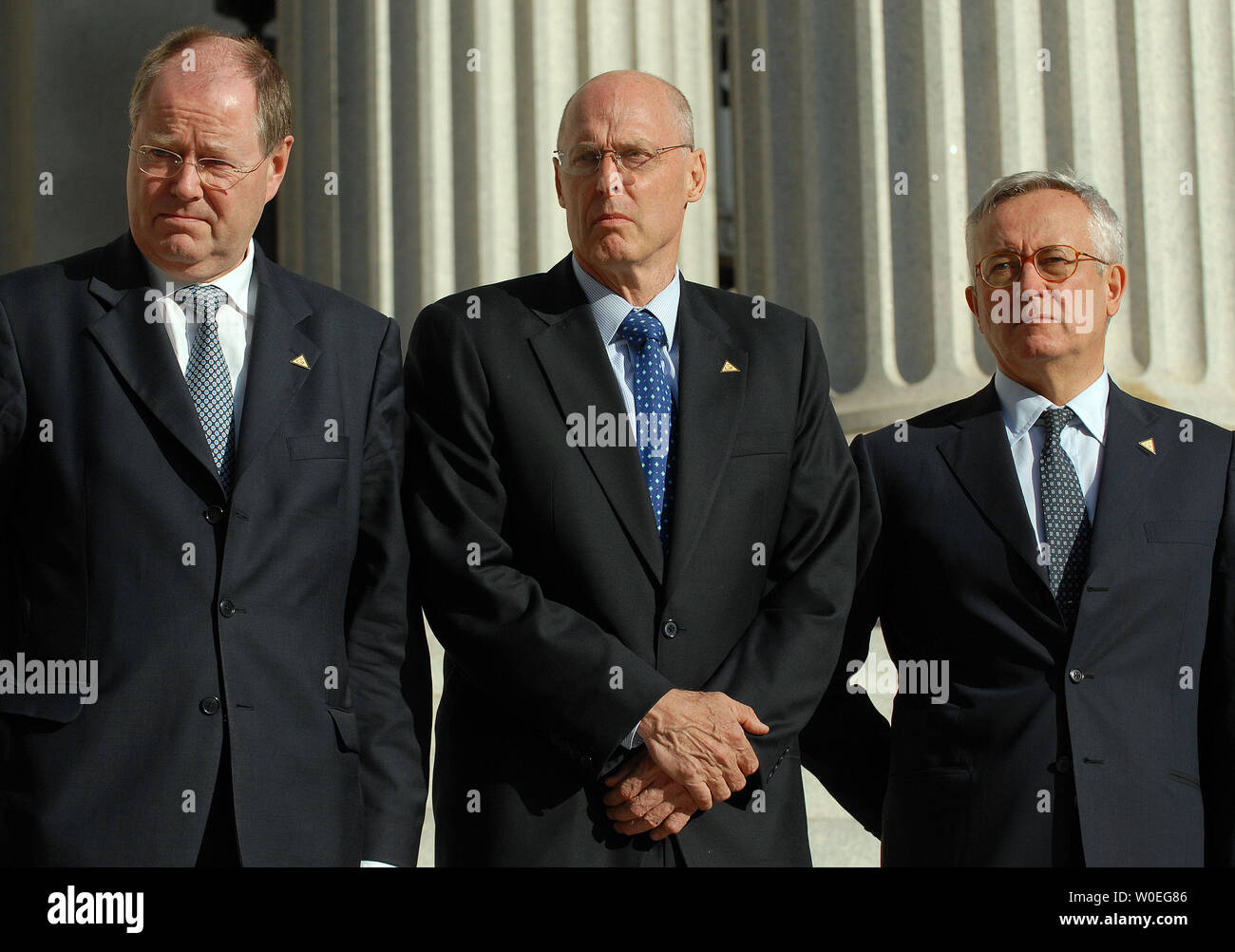 Group of 7 Finance Ministers Peer Steinbrueck (Germany), US Treasury Secretary Henry Paulson, and Giulio Tremonti (Italy) (L to R) stand on the steps of the Treasury Department as they are photographed in Washington on October 10, 2008. The ministers are in town for the semi-annual World Bank and International Monetary Fund meeting occurring this weekend.  (UPI Photo/Roger L. Wollenberg) - Stock Image