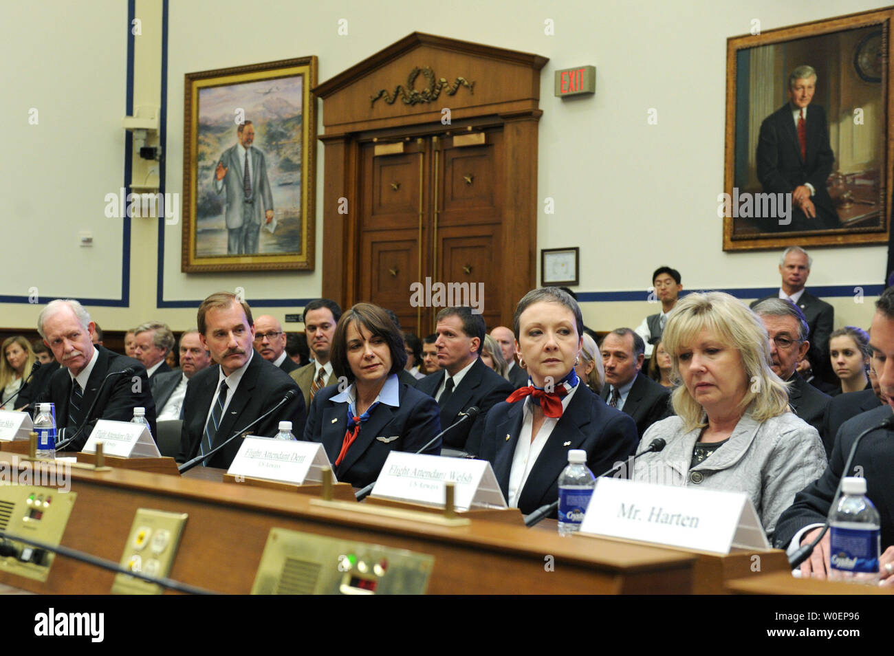 The pilots and crew of US Airways Flight 1549, from left to right, Captain Chesley Sullenberger III, First Officer Jeffrey Skiles, flight attendants Sheila Dail, Donna Dent, and Doreen Welsh along with air traffic control Robert Sumwalt III testify before a House Aviation Subcommittee hearing on the US Airways Flight 1549 accident, in Washington on February 24, 2009.  US Airways Flight 1549 crash landed in the Hudson River off of New York City on January 18, five minutes after takeoff from LaGuardia International Airport, there were no casualties. (UPI Photo/Kevin Dietsch) - Stock Image