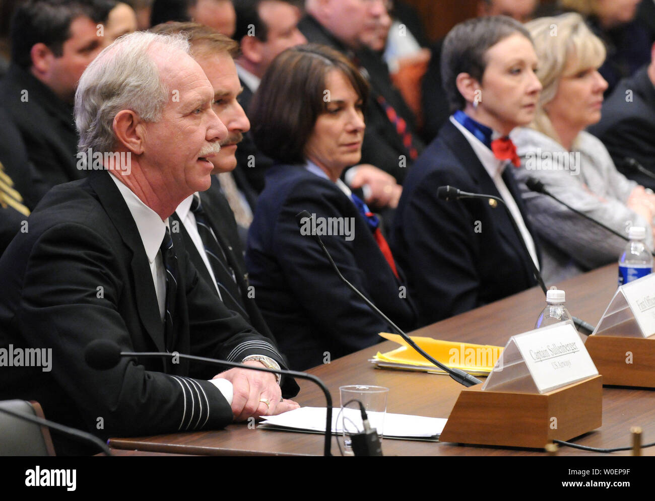 The pilots and crew of US Airways Flight 1549, from left to right, Captain Chesley Sullenberger III, First Officer Jeffrey Skiles, flight attendants Sheila Dail, Donna Dent, and Doreen Welsh testify before a House Aviation Subcommittee hearing on the US Airways Flight 1549 accident, in Washington on February 24, 2009.  US Airways Flight 1549 crash landed in the Hudson River off of New York City on January 18, five minutes after takeoff from LaGuardia International Airport, there were no casualties. (UPI Photo/Kevin Dietsch) - Stock Image