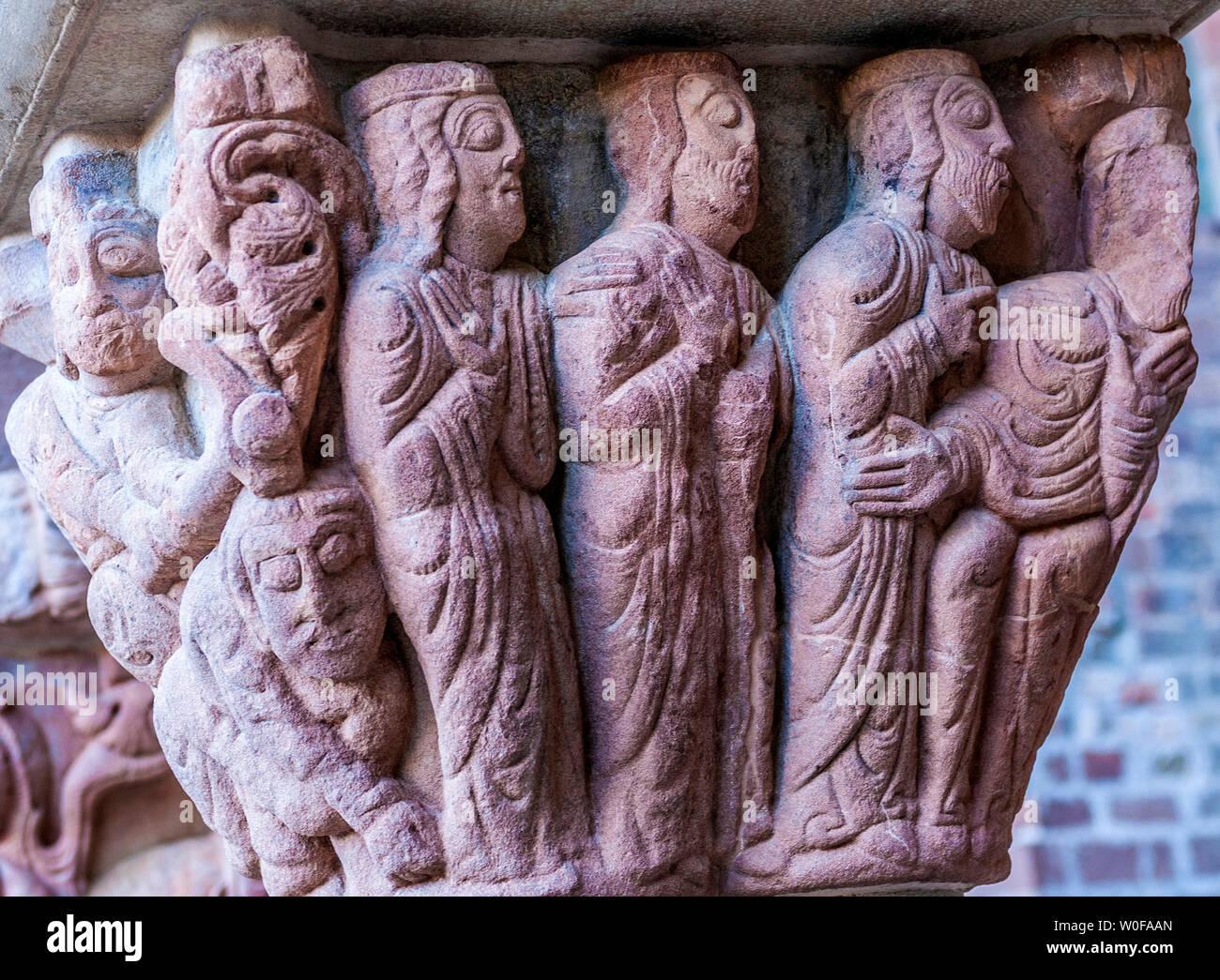 Spain, Pyrenees, Autonomous community of Aragon, old monastery of San Juan de la Pena (10th century), historiated capital of the cloister (Saint James way) - Stock Image