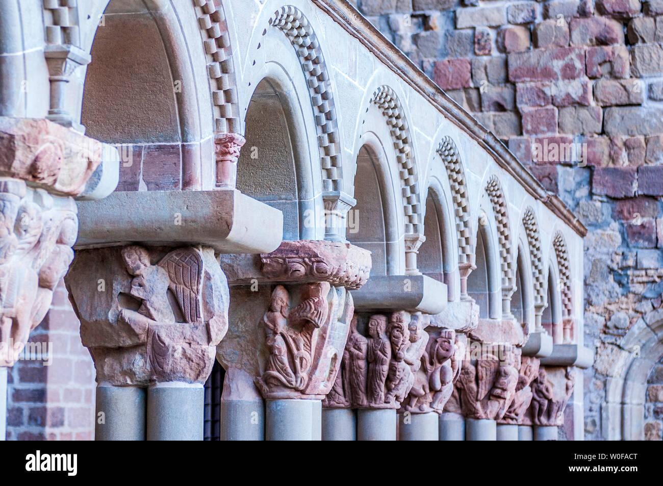 Spain, Pyrenees, Autonomous community of Aragon, old monastery of San Juan de la Pena (10th century), historiated capitals of the cloister (Saint James way) - Stock Image
