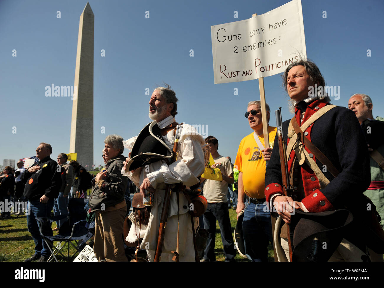 People dressed as Minutemen from the Revolutionary War attend a second amendment rally on the grounds of the Washington Monument, in Washington on April 19, 2010. Pro-gun rallys where held around the country today, also known as Patriots' Day, the anniversary of the American Revolutionary War battles of Lexington and Concord and the Oklahoma City bombing.    UPI/Kevin Dietsch. Stock Photo