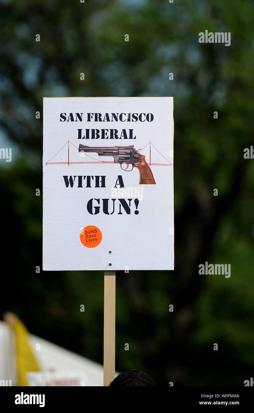A pro-gun sign is seen at a second amendment rally on the grounds of the Washington Monument, in Washington on April 19, 2010. Pro-gun rallys where held around the country today, also known as Patriots' Day, the anniversary of the American Revolutionary War battles of Lexington and Concord and the Oklahoma City bombing.    UPI/Kevin Dietsch. Stock Photo