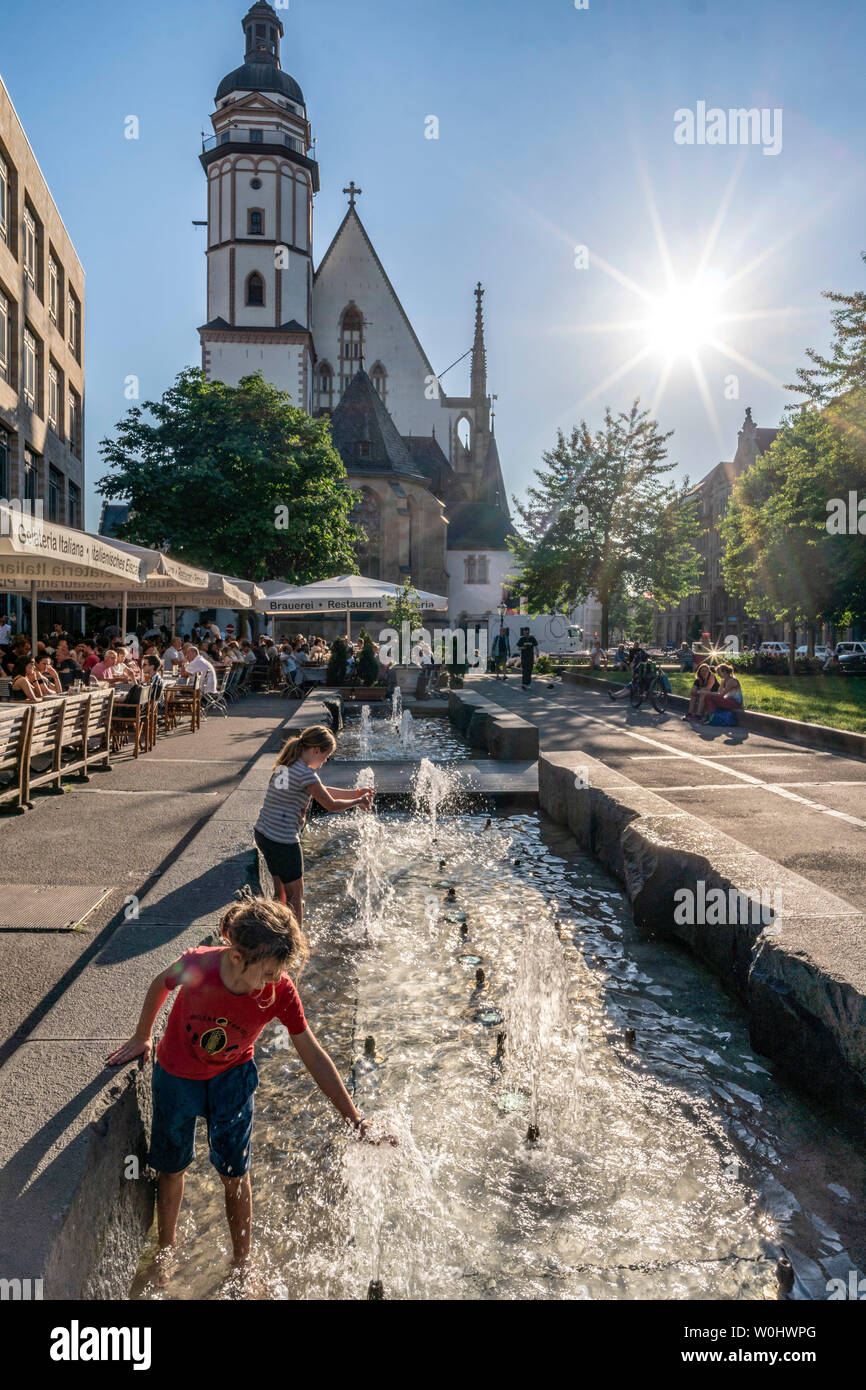 Fountain in front of St Thomas Church, Leipzig, Saxony, Germany | St Thomaskirche, Brunnen, Leipzig, Sachsen - Stock Image