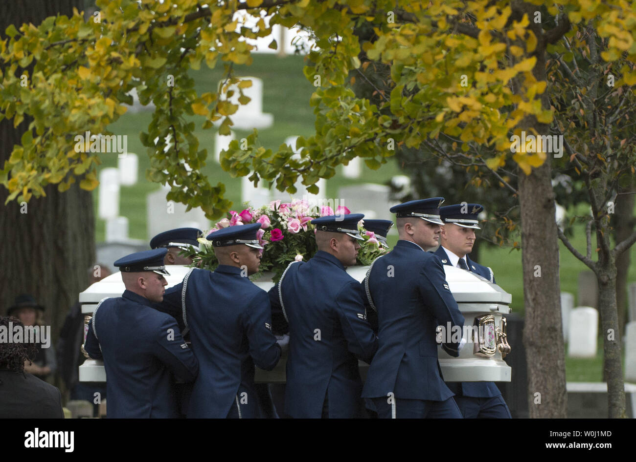 A U.S. Air Force Honor Guard casket team carries the casket containing the remains of actress Maureen O'Hara before she is buried next to her husband Ret. U.S. Air Force Brig. Gen. Charles Blair, during her funeral at Arlington National Cemetery in Arlington, Virginia on November 9, 2015. O'Hara, 95, starred in 'Miracle on 34th Street' and other classic hollywood films. Photo by Kevin Dietsch/UPI. - Stock Image