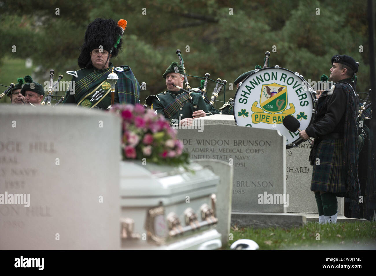 The Shannon Rovers performs at the funeral for actress Maureen O'Hara as she is buried next to her husband Ret. U.S. Air Force Brig. Gen. Charles Blair, at Arlington National Cemetery in Arlington, Virginia on November 9, 2015. O'Hara, 95, starred in 'Miracle on 34th Street' and other classic hollywood films. Photo by Kevin Dietsch/UPI. - Stock Image