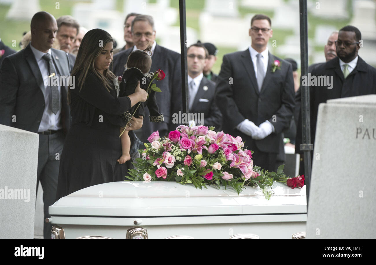 Family and friends mourn at the grave of actress Maureen O'Hara during her funeral, as she is buried to her husband Ret. U.S. Air Force Brig. Gen. Charles Blair, at Arlington National Cemetery in Arlington, Virginia on November 9, 2015. O'Hara, 95, starred in 'Miracle on 34th Street' and other classic hollywood films. Photo by Kevin Dietsch/UPI. - Stock Image