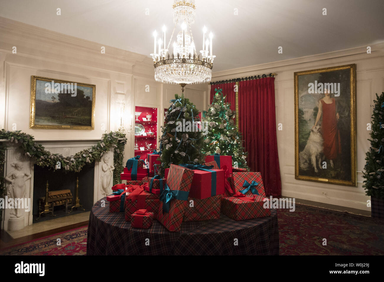 The China Room is seen decorated during a holiday tour at the White House in Washington, D.C. on December 2, 2015. This year's team is 'A Timeless Tradition, and reflects long-held traditions cherished across America and commemorates extradorinaiy moments that help shaped the county. Photo by Kevin Dietsch/UPI. - Stock Image