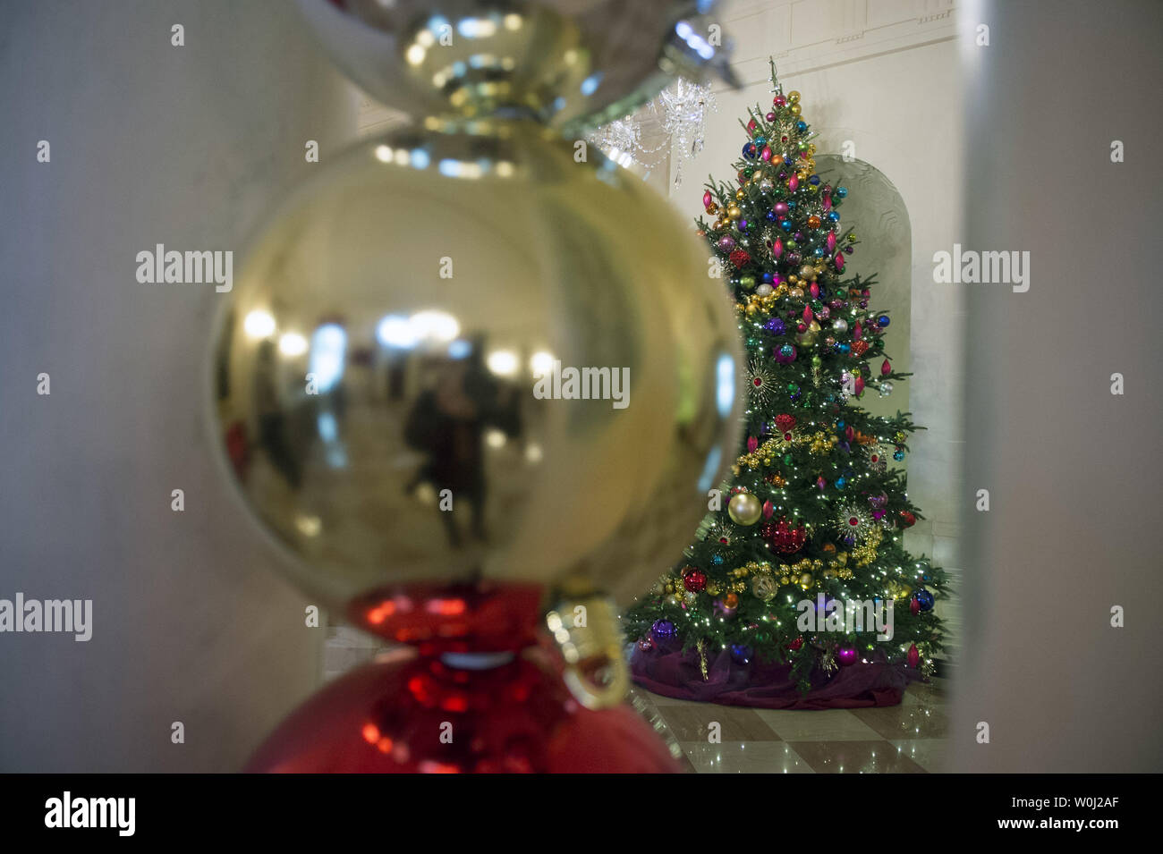 Decorations are seen in the Grand Foyer during a holiday tour at the White House in Washington, D.C. on December 2, 2015. This year's team is 'A Timeless Tradition, and reflects long-held traditions cherished across America and commemorates extradorinaiy moments that help shaped the county. Photo by Kevin Dietsch/UPI. - Stock Image