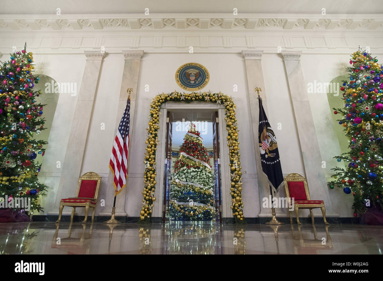 Decorations are seen in the Cross Hall during a holiday tour at the White House in Washington, D.C. on December 2, 2015. This year's team is 'A Timeless Tradition, and reflects long-held traditions cherished across America and commemorates extradorinaiy moments that help shaped the county. Photo by Kevin Dietsch/UPI. - Stock Image