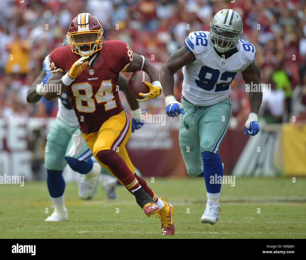 premium selection ae4b2 4563d Washington Redskins tight end Niles Paul (84) carries the ...