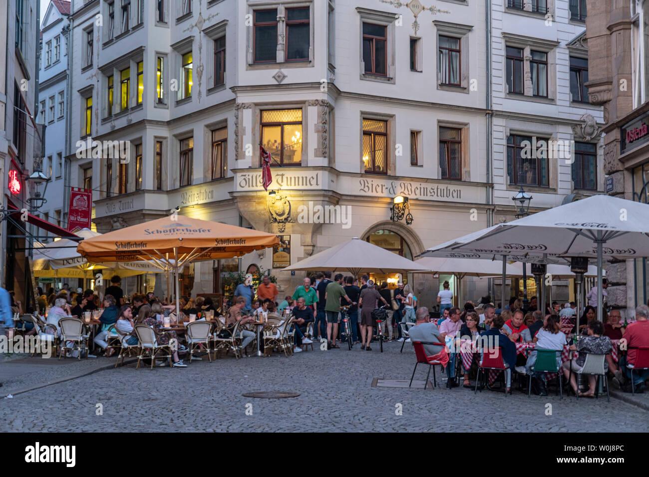 Barfußgäßchen, Drallewatsch, Straßencafes, Leipzig |Barfussgässchen, street cafes, Drallewatsch, Old city Center, Leipzig, Saxony, - Stock Image