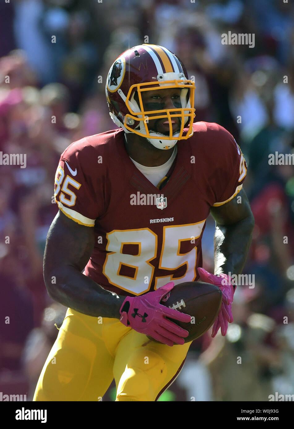 buy popular 418f7 c3b61 Washington Redskins tight end Vernon Davis brings in a ...