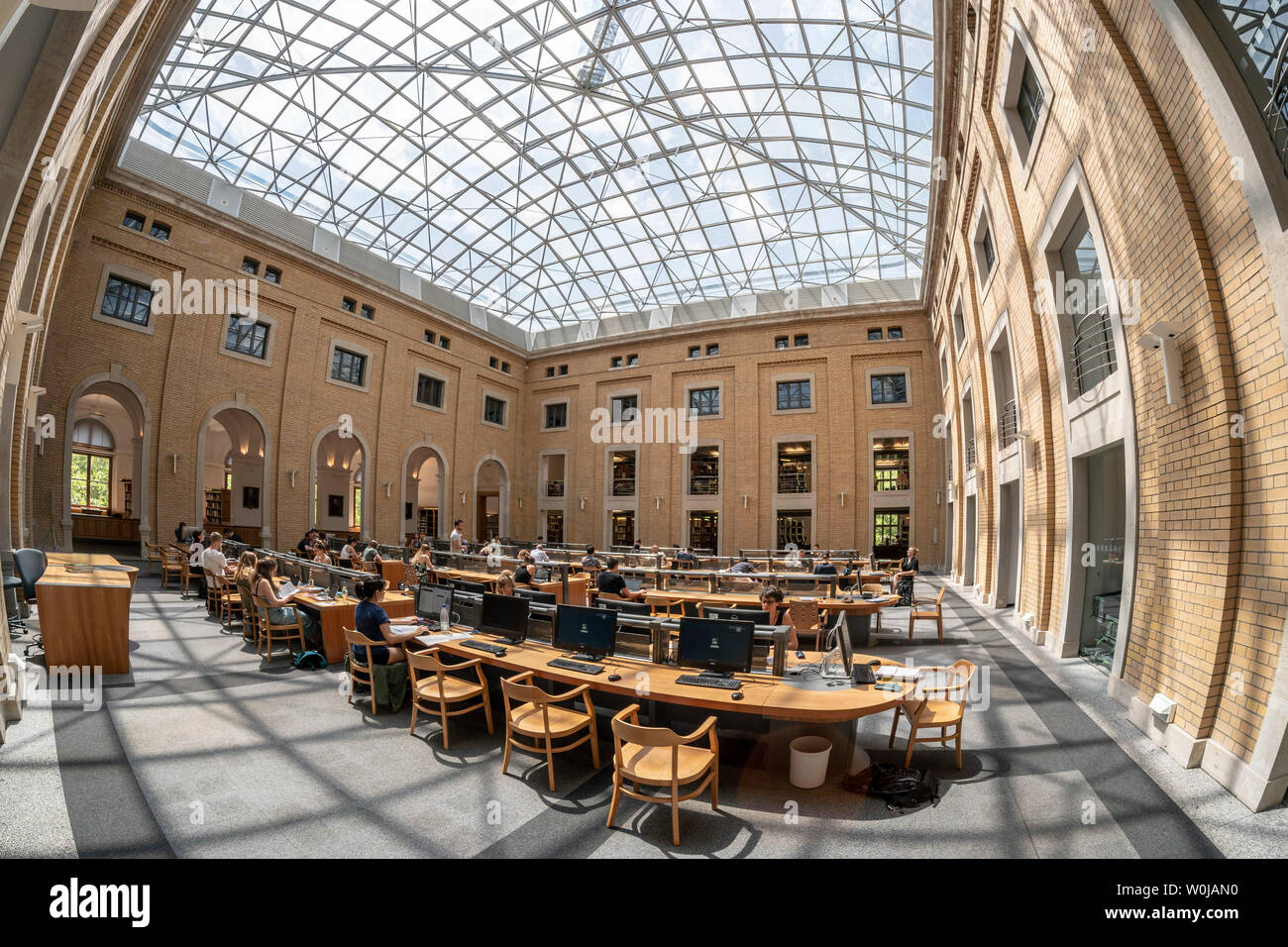 Reading room of the Bibliotheca Albertina, the library of the university of Leipzig, Saxony, Germany | Lesesaal der Uni Bibliothek Albertina, Universi - Stock Image