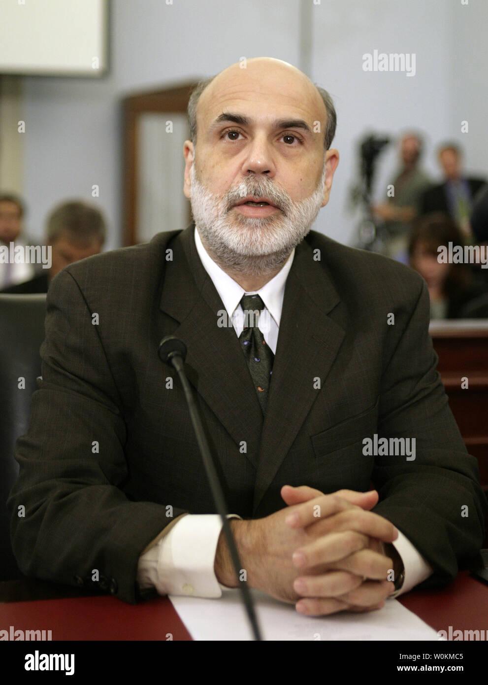 U S  Federal Reserve Chairman Ben Bernanke prepares to