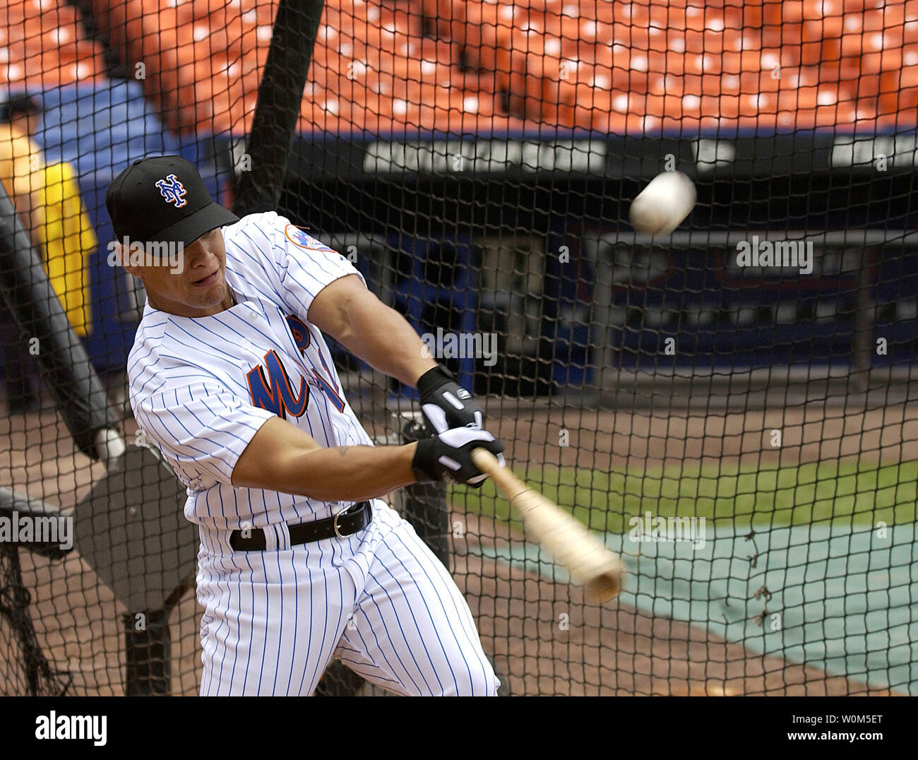 Senior Airman Chardo Richardson, a boom operator with the 32nd Air Refueling Squadron, McGuire Air Force Base, N.J.,  hits a ball in batting practice with the New York Mets, June 22, 2004.  Richardson was part of a job swap with Mets pitcher Al Leiter who flew on a an Air Force plane recently. (UPI Photo/Kenn Mann/Air Force) Stock Photo