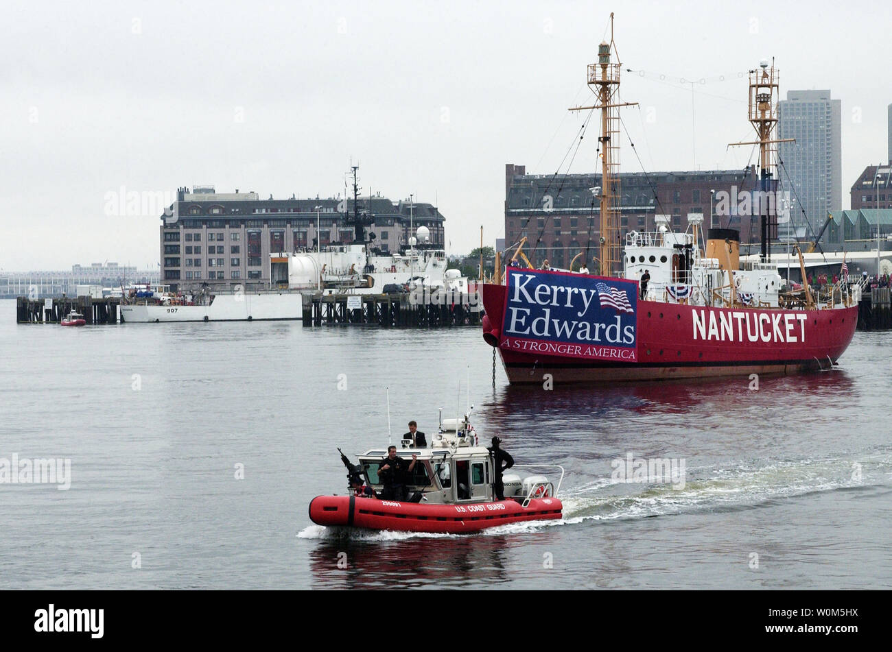 Senator John Kerry arrives on a boat to a rally on July 28, 2004 for the Democratic National Convention, in Boston.  The Coast Guard, Boston State Police, Massachusettes State Police, and Massachusetts Environmental Police are providing waterborne security.  (UPI Photo) - Stock Image