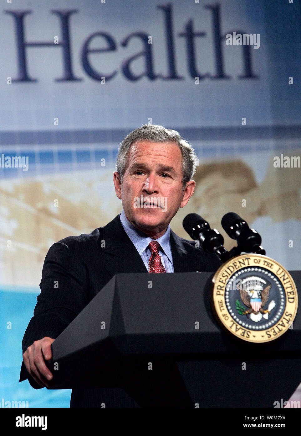 President George W. Bush speaks about the administration's national strategy for pandemic influenza preparedness and response at William Natcher Center of the National Institutes of Health November 1, 2005 in Bethesda, Maryland. Bush called for an early warning system in case of an outbreak of a flu pandemic.  (UPI/Photo/Alex Wong/Getty Images) *** Local Caption *** George W. Bush - Stock Image