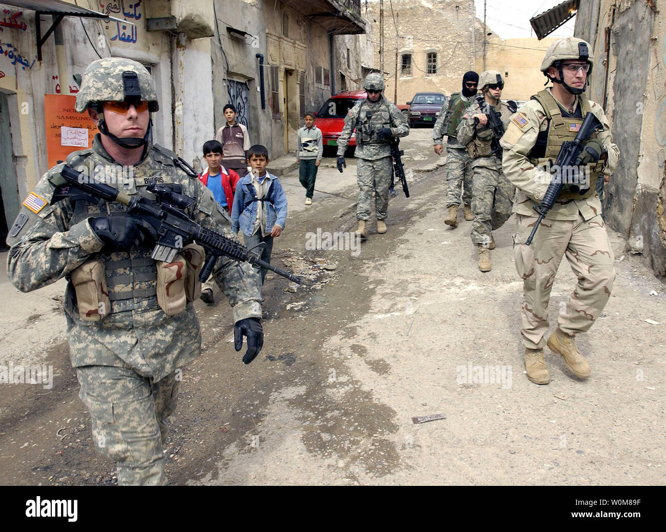 Soldiers from the U.S. Army's 2nd Battalion, 1st Infantry Regiment, 172nd Stryker Brigade patrol the streets of Tall Kayf, Iraq, on March 1, 2006.(UPI Photo/John M. Foster/USAF) - Stock Image
