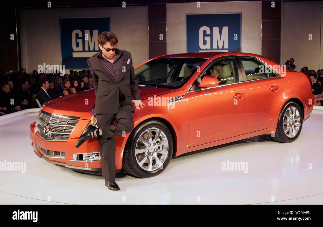 Actor Chris Kattan, dressed in Dolce & Gabbana, walks the runway with a 2008 Cadillac CTS at the GM TEN fashion event in Los Angeles on February 20, 2007. The GM TEN event brings together celebrities, fashion and General Motors vehicles from around the world. (UPI Photo/General Motors) - Stock Image