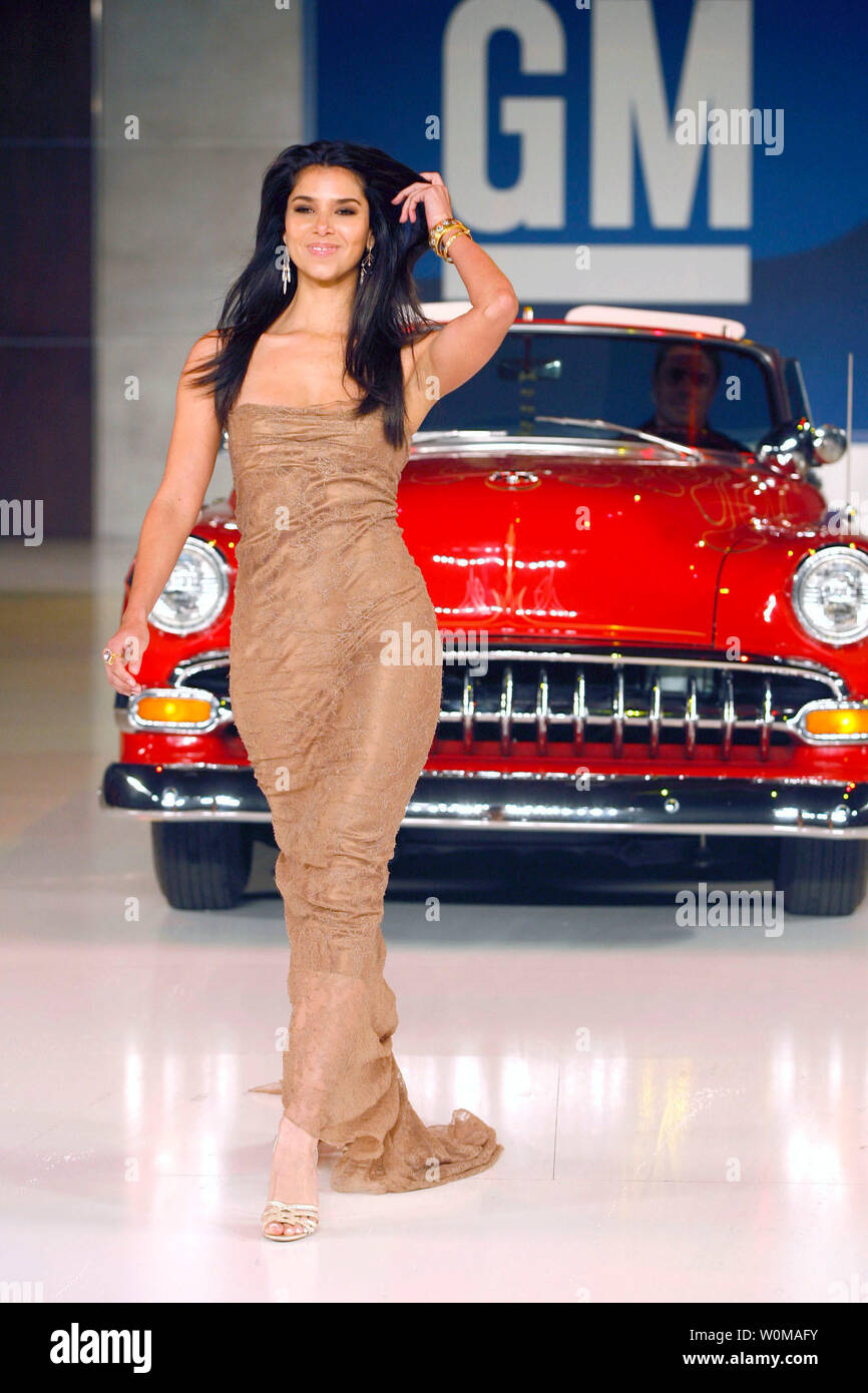 Roselyn Sanchez, dressed in Dolce & Gabbana, walks the runway with a 1954 Chevy Bel Air at the GM TEN fashion event in Los Angeles on February 20, 2007. The GM TEN event brings together celebrities, fashion and General Motors vehicles from around the world. (UPI Photo/General Motors) - Stock Image