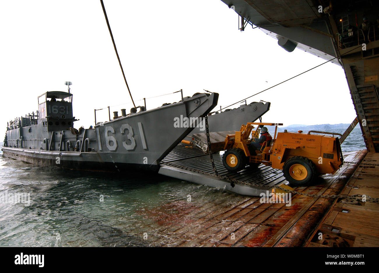 (Jan. 24, 2008) A forklift from the amphibious assault ship USS Essex (LHD 2) unloads supplies from Landing Craft Utility 1631 off the coast of Sasebo, Japan on January 24, 2008.  Essex is the lead ship in the Essex Expeditionary Strike Group and serves as the flagship for Task Force 76. (UPI Photo/Joshua J. Wahl/US Navy) Stock Photo