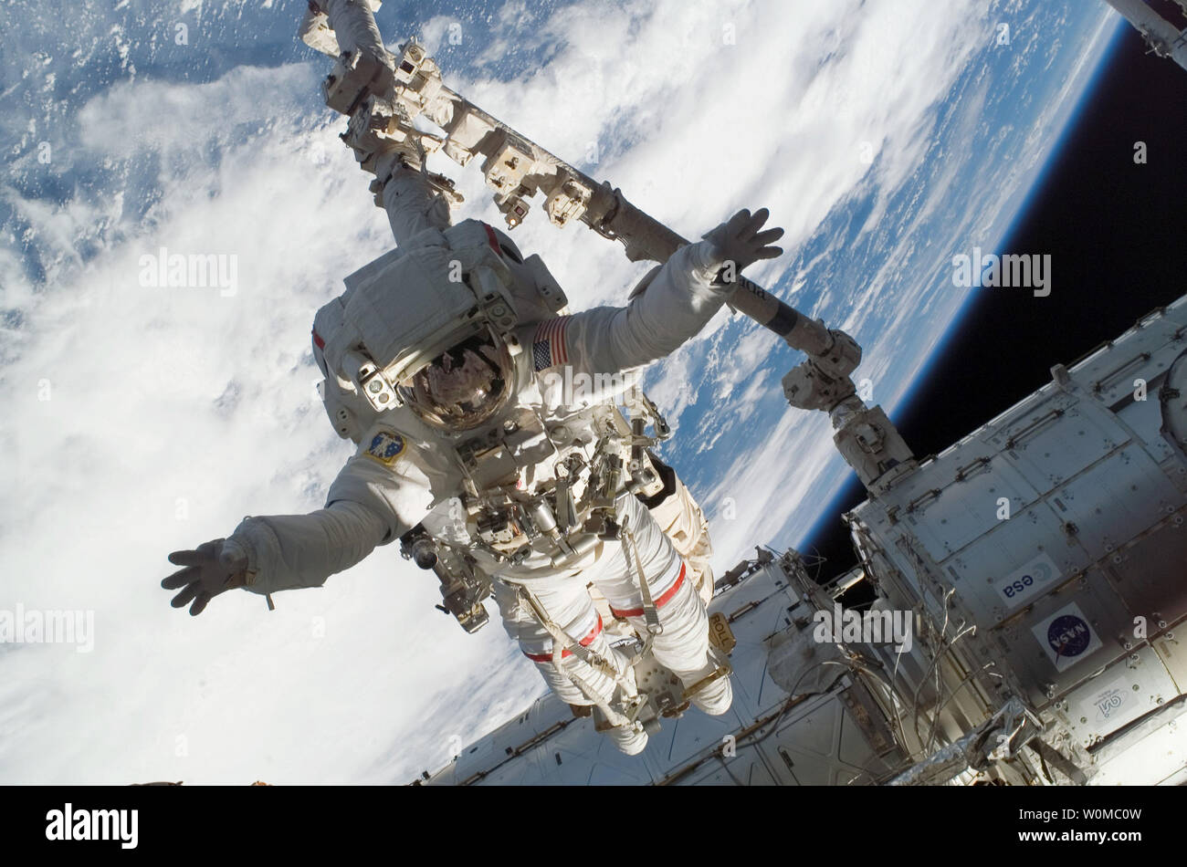 Canadarm2 Stock Photos & Canadarm2 Stock Images - Page 2 - Alamy