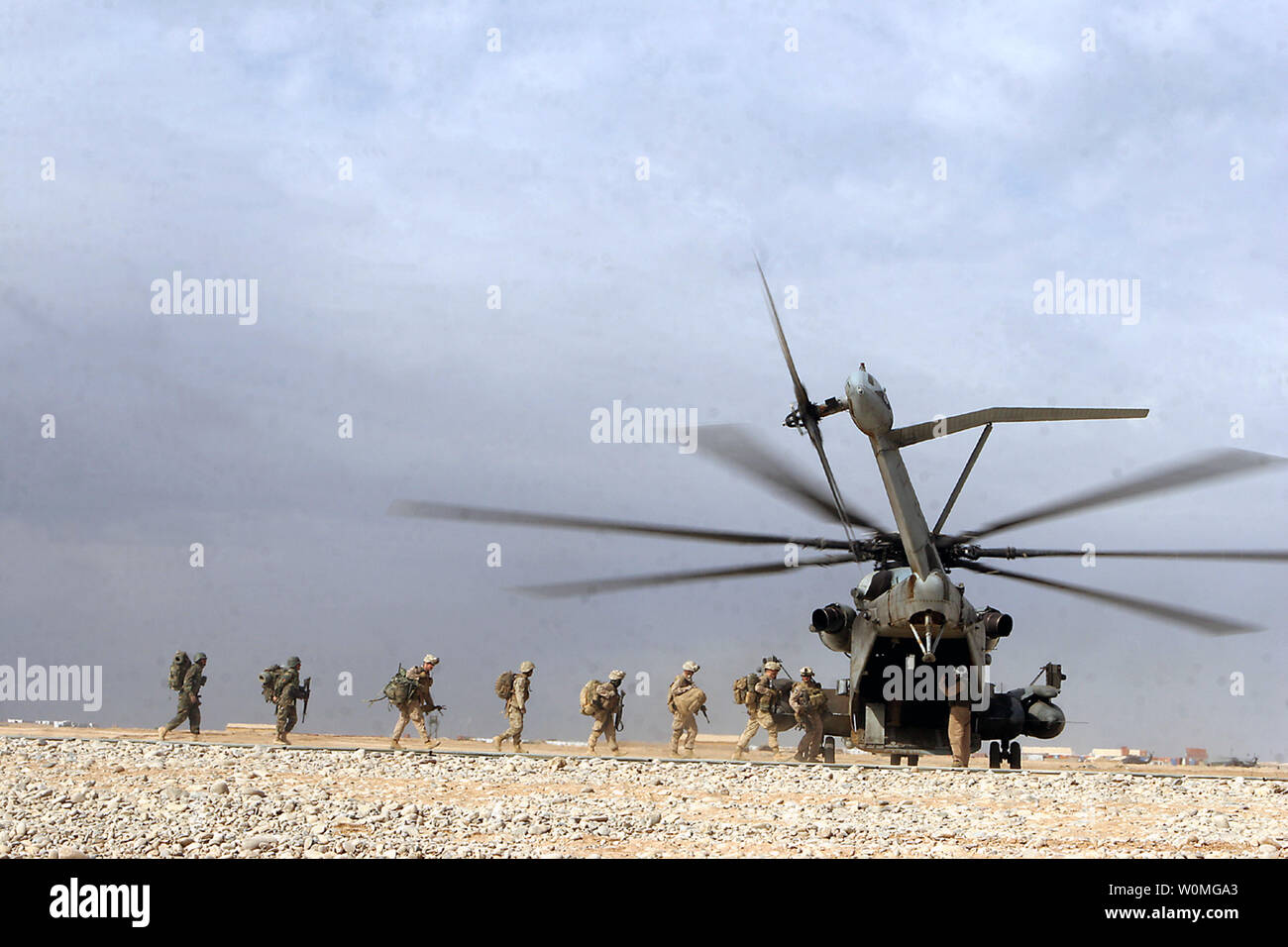 U.S. Marines conduct on and off drills on CH-53D 'Super Stallion' helicopters in Camp Dwyer, Helmand province, Afghanistan on January 23, 2010.  UPI/Samuel A. Nasso/U.S. Marine Corps - Stock Image