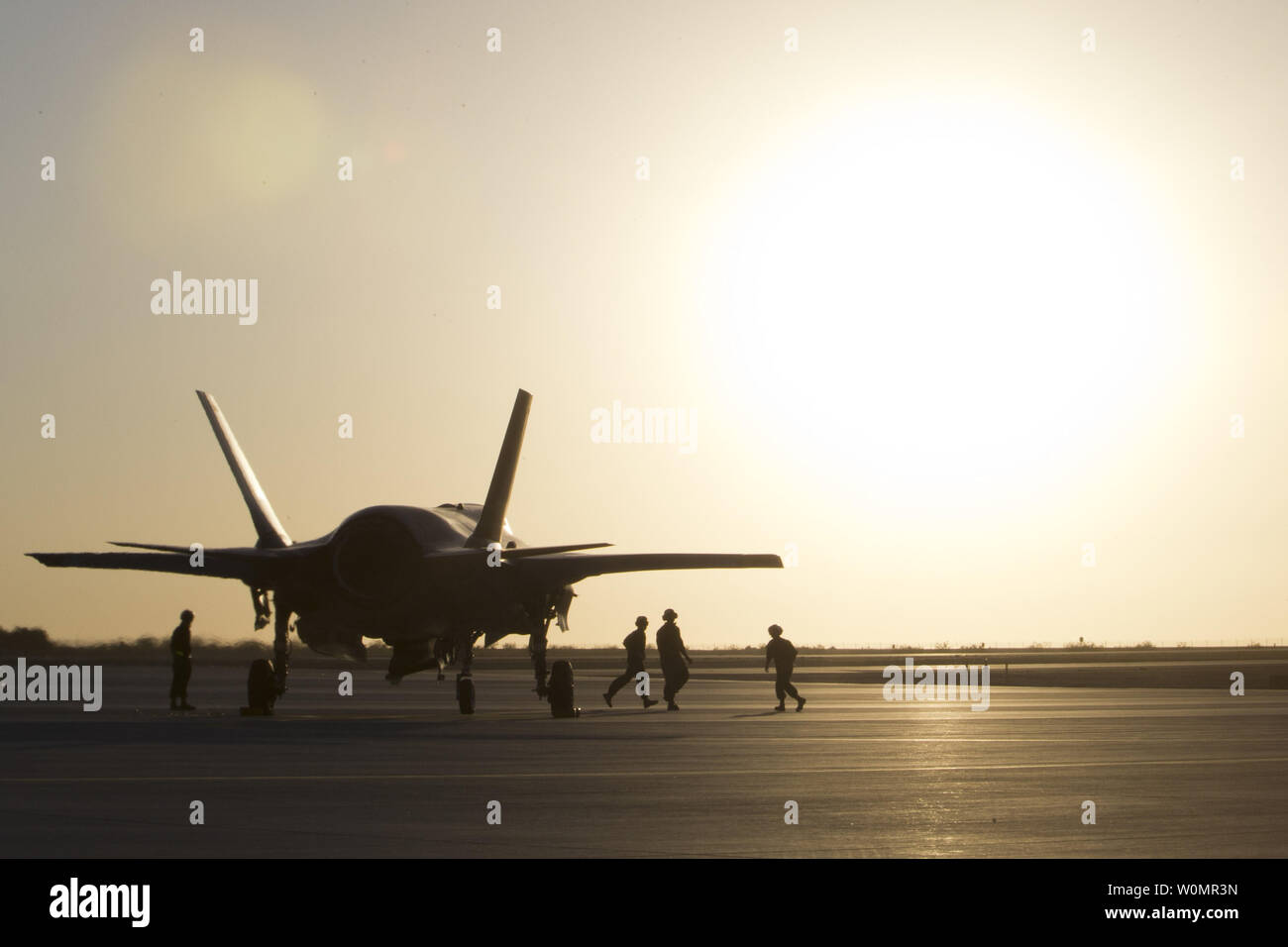 U.S. Marines with Marine Fighter Attack Squadron 121 (VMFA-121), 3rd Marine Aircraft Wing, conduct the first hot load on a F-35B Lightning II in support of Weapons and Tactics Instructors (WTI) 1-17 at Marine Corps Air Station Yuma, Ariz., September 22, 2016. Photo by Aaron James Vinculado/U.S. Marine Corps/UPI Stock Photo