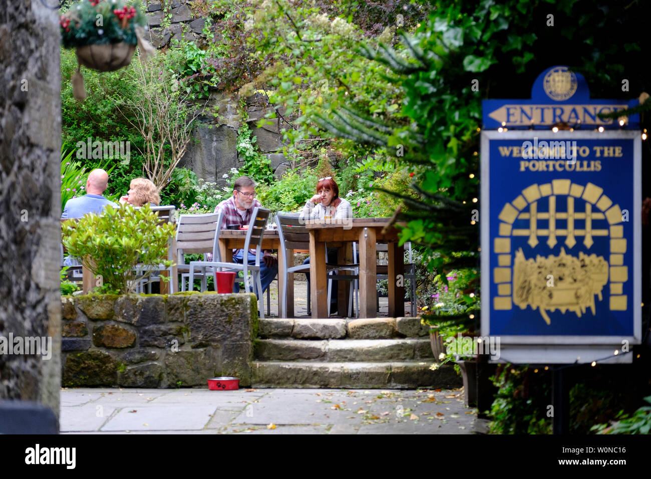 View of beer garden at  Portcullis Pub on Castle Wynd in Stirling Scotland, UK - Stock Image