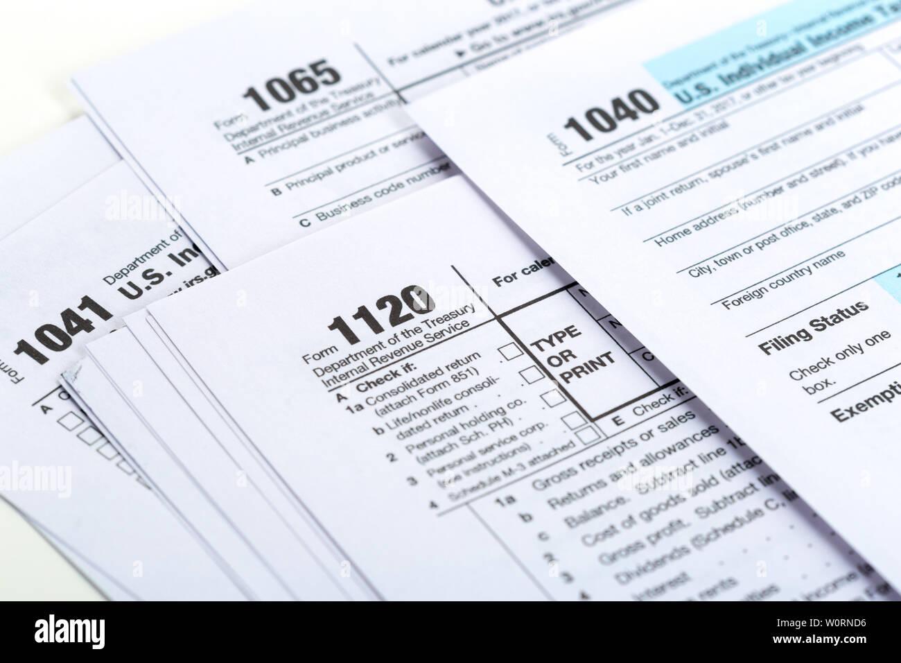 1040 Tax Computer Stock Photos & 1040 Tax Computer Stock Images - Alamy