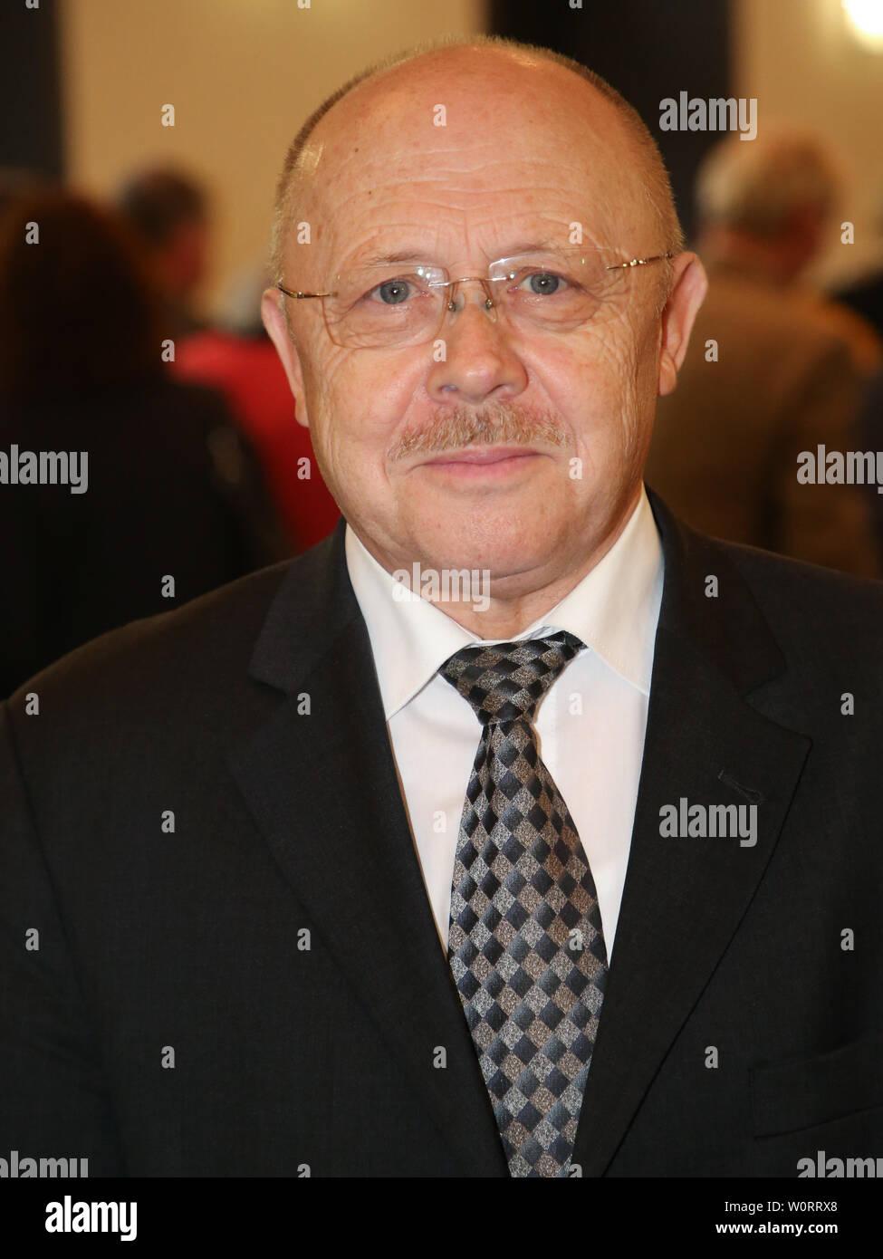 Ex- Innenminister von Sachsen-Anhalt Manfred Püchel (SPD) beim Festakt zum 80.Geburtstag des Magdeburger Ehrenbürgers Willi Polte - Stock Image