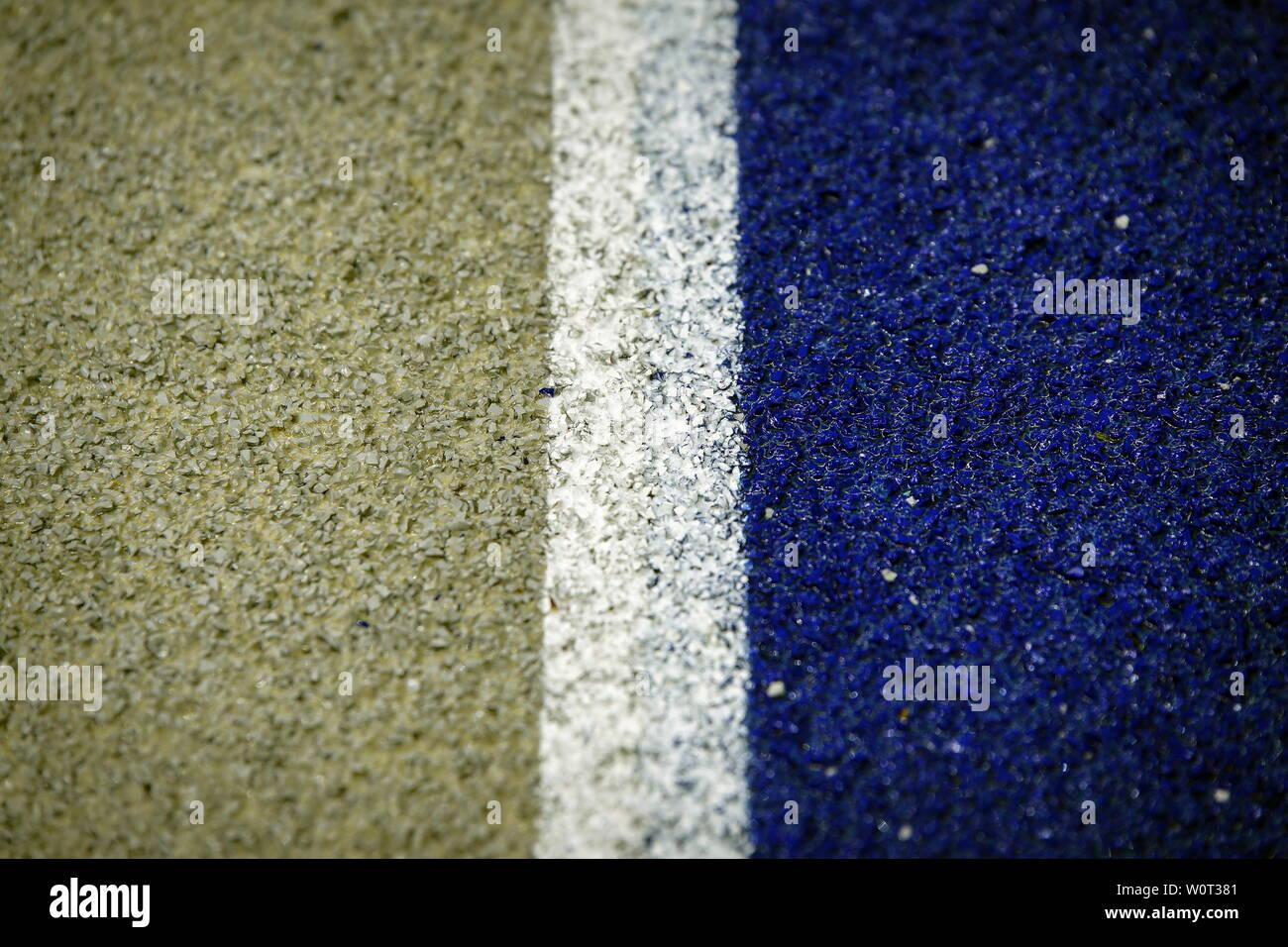 Weiß und Blau - sogar die Tartanbahn ist in den Hertha-Farben eingefärbt,    1. BL: 17-18 - 26. Spieltag Hertha BSC Berlin - SC Freiburg Stock Photo