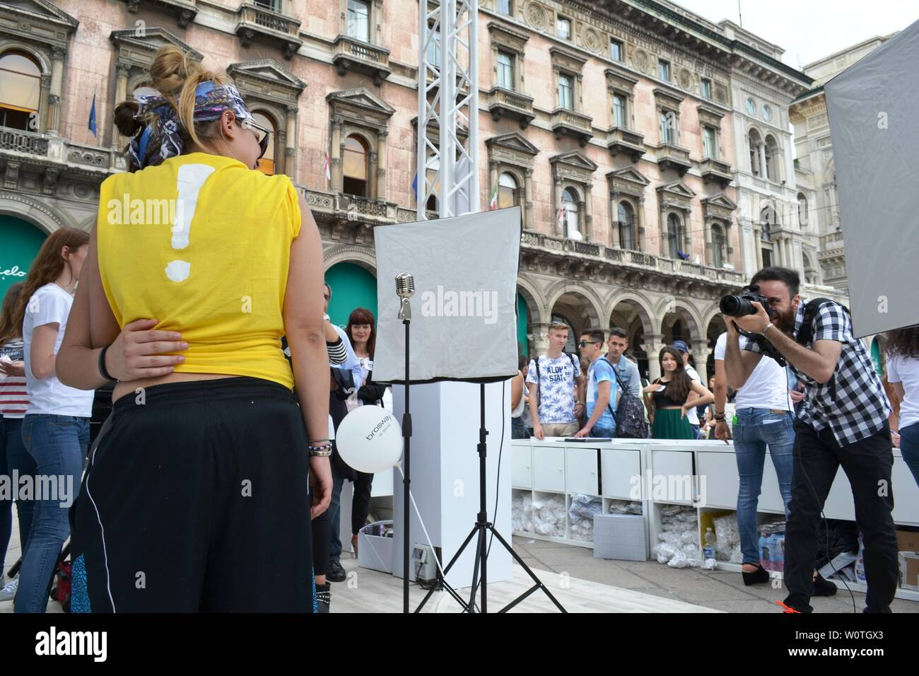 """Milan, Italy - June 9, 2016:  People on outdoors fun photo set """"Posa per Brosway"""" during """"Radio Italia live al concerto"""" event at piazza Duomo. Stock Photo"""