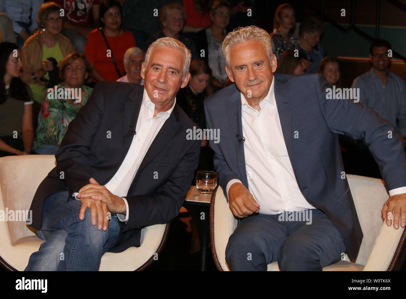 Erwin und Helmut Kremers, Ex-Profis, Lanz, Sendung 2 vom 11.07.2018, Hamburg - Stock Image