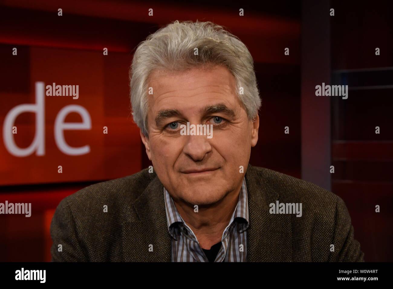 Dr. Peter Sawicki im Portrait bei der ARD Fernseh Talkshow Hart aber Fair am Montag den 26.11.2018 zum Thema – Kaum Kontrollen, wie gefaerlich ist das Geschaeft mit Medizin-Implantaten - Stock Image