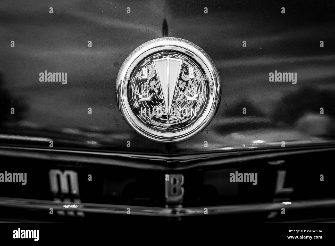 PAAREN IM GLIEN, GERMANY - MAY 19, 2018: Hood ornament of a mid-size car AMC Rambler Six, 1958. Black and white. Die Oldtimer Show 2018. - Stock Image