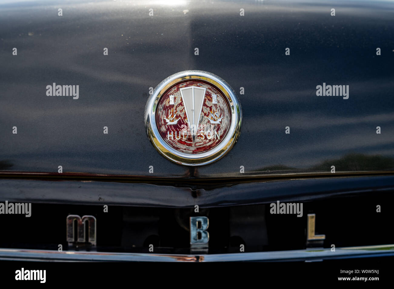 PAAREN IM GLIEN, GERMANY - MAY 19, 2018: Hood ornament of a mid-size car AMC Rambler Six, 1958. Die Oldtimer Show 2018. - Stock Image