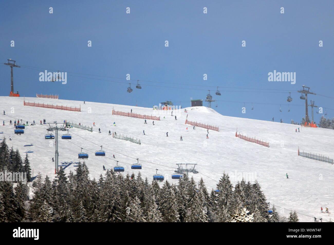 Am 1.493 Meter hoch gelegen Feldberg wurde die Skisaison eröffnet, Winterimpressionen aus der Feldberg-Region Stock Photo