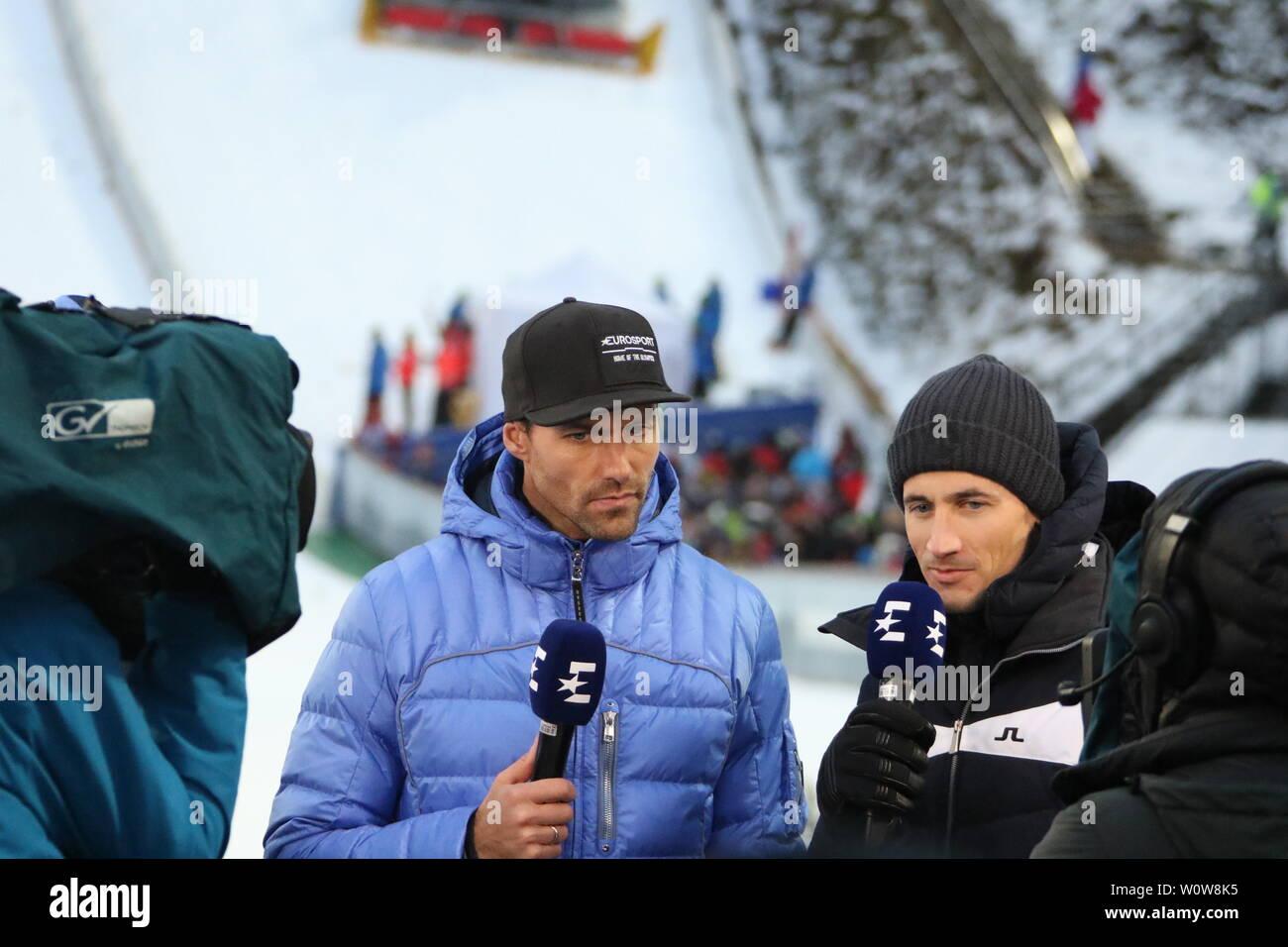 Experten unter sich v.li. Sven Hannawald (Ex-Skispringer, TV Experte, Eurosport, Skisprung-Experte, Vierfach-Tourneesieger, 2002) und Martin Schmitt (TV-Experte /Skisprung-Experte, Eurosport, Ex-Weltmeister) beim Auftaktspringen Vierschanzentournee 18-19 Oberstdorf Stock Photo