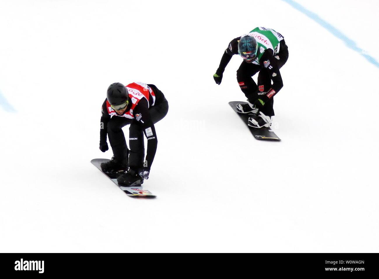 Zieleinlauf: BOLTON Cameron(Australien AUS) vor dem Zweitplatzierten Paul Berg (SC Konstanz GER),   FIS-Weltcup Einzel Snowboard Cross SBX Feldberg - Stock Image