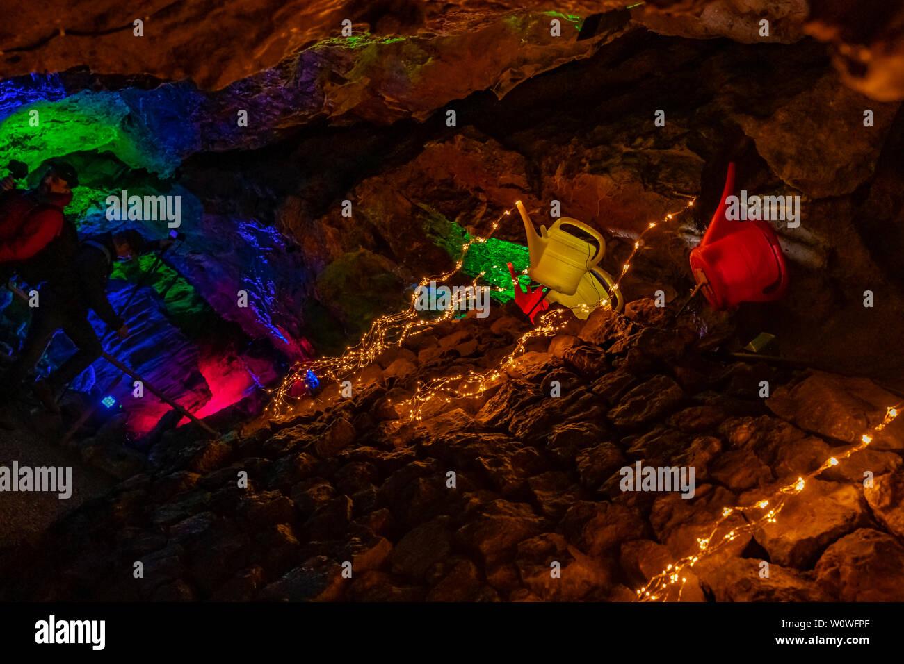 Lichtkannen in Der Dechenhöhle in Iserlohn. - Stock Image