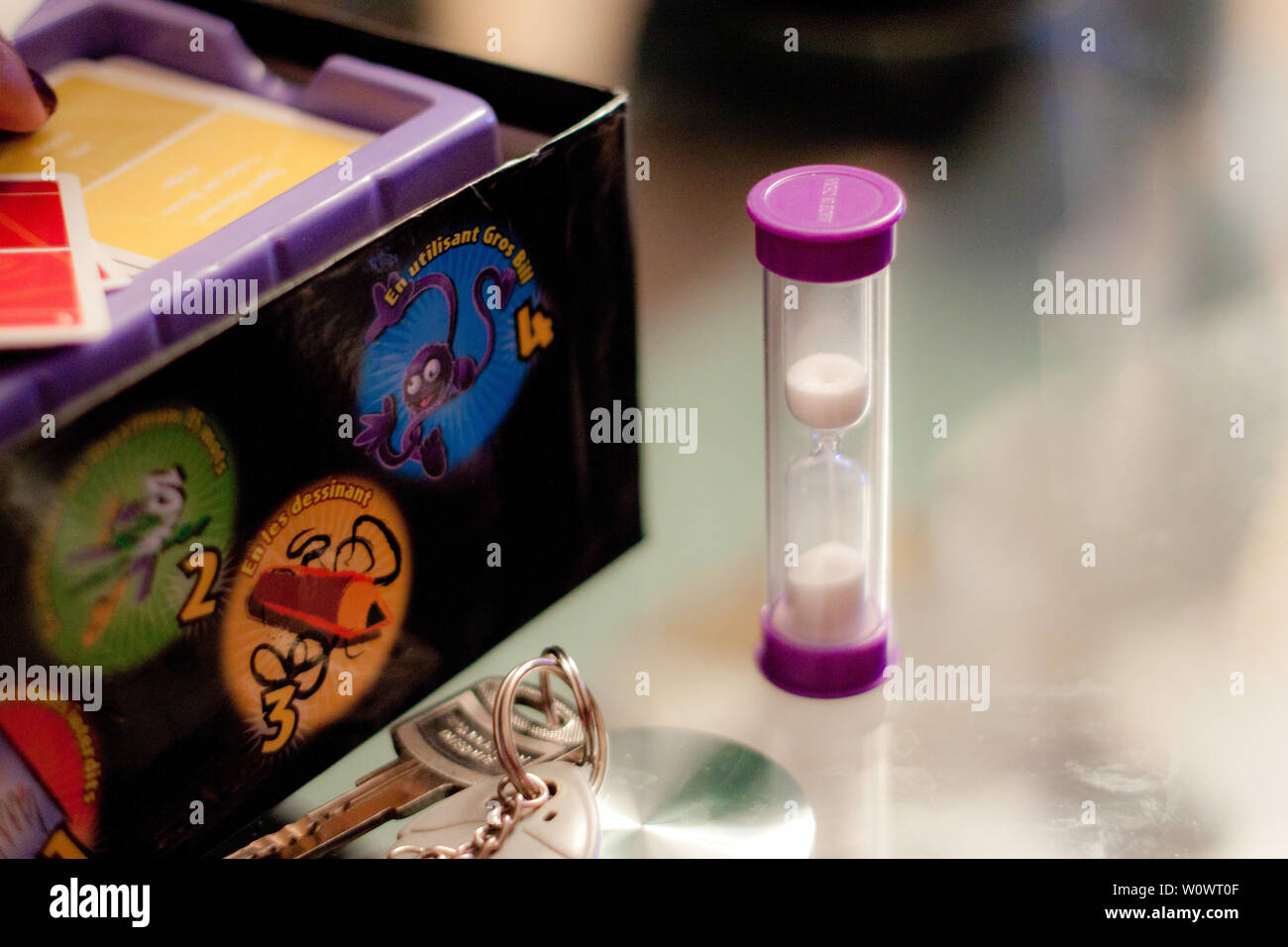 Board Game time to play, 3 minute sand timer with keys Stock Photo