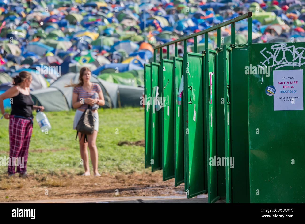 Glastonbury Festival, Pilton, Somerset, UK. 27th June, 2019. it can be a long wait for the toilets and basins - The 2019 Glastonbury Festival, Worthy Farm. Glastonbury. Credit: Guy Bell/Alamy Live News - Stock Image