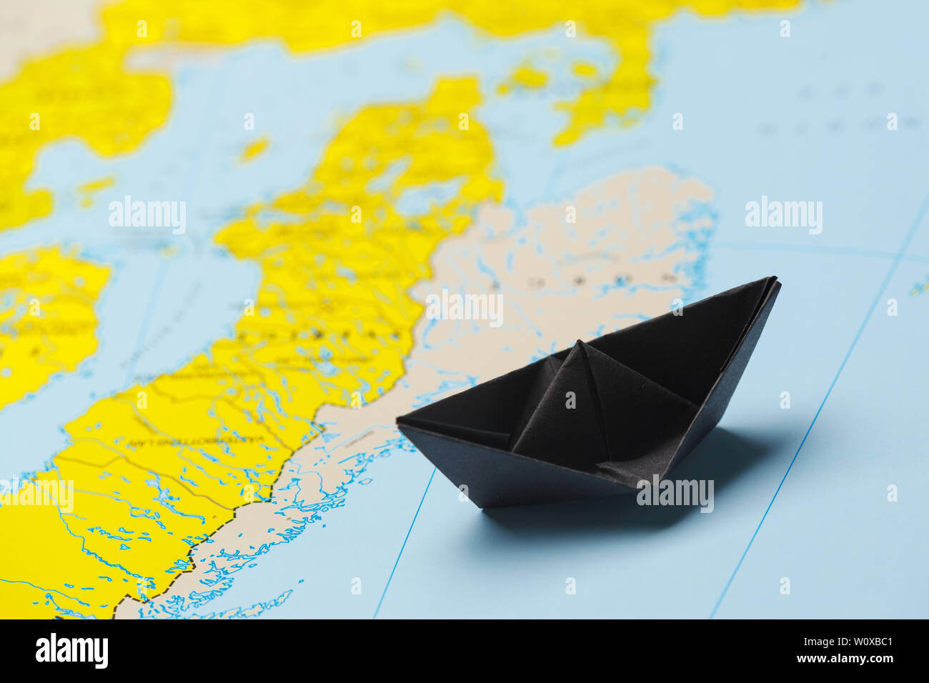 Australia map folded paper origami Royalty Free Vector Image | 956x1300